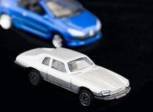 Silbernes und blaues Auto Lizenzfreie Stockfotografie