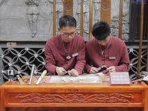 Silberschmied in Chengdu-Stadt, China stockfotos