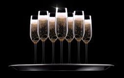 Silbertablett mit Champagner Stockfoto