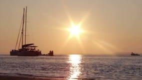 Silhoette do barco no por do sol dentro, Ria Formosa O Algarve Fotografia de Stock