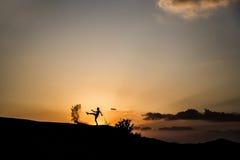 Silhouet in de woestijn Royalty-vrije Stock Afbeeldingen