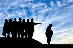 Silhouet dikke mens en menigte van uitgezete mensen dag vector illustratie