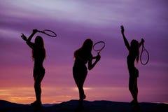 Silhouet drie van het vrouwentennis stock foto's