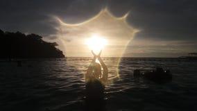 Silhouet in het overzees Stock Foto