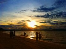 Silhouet peaple op zee Stock Afbeeldingen