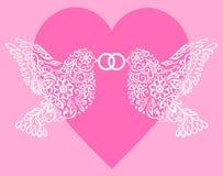Silhouet twee witte vogels die de ring tegen roze harten houden Royalty-vrije Stock Foto's