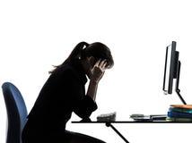 Silhouet van bedrijfsvrouwen het hoofdpijn vermoeide problemen Stock Foto's