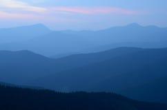 Silhouet van bergketens Royalty-vrije Stock Afbeeldingen