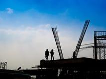 Silhouet van bouwvakkers stock foto's