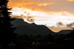 Silhouet van Campo dei Fiori van Varese en Sacro Monte van Varese Stock Foto's