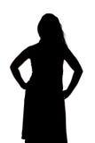 Silhouet van curvy vrouw met handen op heupen royalty-vrije stock fotografie