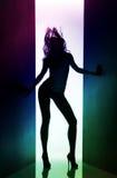 Silhouet van dansend meisje Stock Foto