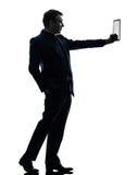 Silhouet van de bedrijfsmensen het digitale tablet royalty-vrije stock fotografie