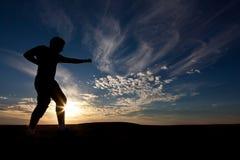 Silhouet van de eenzame zwerver Stock Fotografie