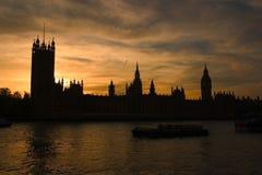 Silhouet van de huizen van het parlement Stock Foto's