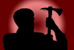 Silhouet van de mens met bijl op rode achtergrond stock fotografie