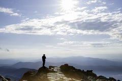 Silhouet van de mens op MT Washington van hoogste New Hampshire Stock Foto