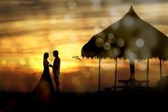 Silhouet van de paarmens en vrouw Stock Foto