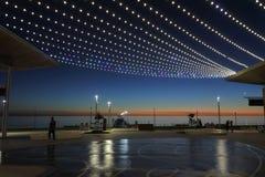 Silhouet van de pijler en het vierkant van Henley Beach bij schemer royalty-vrije stock foto's