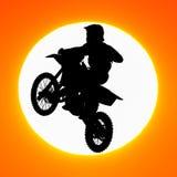 Silhouet van de sprong van de motocrossruiter in de hemel Royalty-vrije Stock Foto