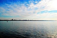 Silhouet van de stad op de horizon Royalty-vrije Stock Foto's