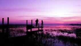 Silhouet van de toeristenmens en vrouw stock videobeelden