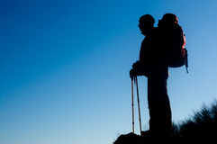Silhouet van de wandelende mens Stock Foto's