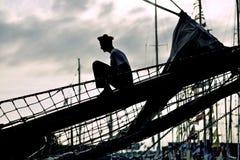 Silhouet van de zeeman op het jacht Royalty-vrije Stock Afbeelding
