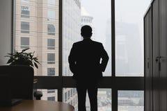 Silhouet van denkende zakenman Stock Afbeelding