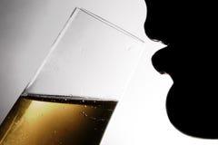 Silhouet van drinkende vrouw 1 Stock Fotografie