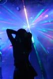 Silhouet van een dansende vrouw royalty-vrije stock afbeeldingen