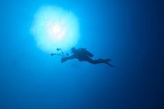 Silhouet van een duiker Stock Foto's