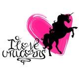 Silhouet van een eenhoorn tegen een achtergrond van harten en het van letters voorzien vector illustratie