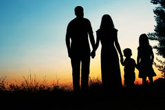 Silhouet van een gelukkige familie met kinderen Royalty-vrije Stock Foto