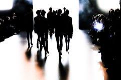 Silhouet van een groep modellen in beweging Stock Foto's