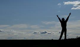 Silhouet van een jonge gelukkige mens Stock Foto