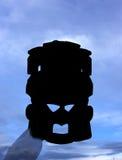 Silhouet van een masker en een blauwe hemel Stock Afbeelding