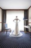 Silhouet van een mooie bruid royalty-vrije stock afbeeldingen