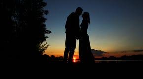 Silhouet van een paar in liefde Stock Afbeelding
