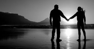Silhouet van een romantisch paar Stock Foto
