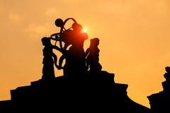 Silhouet van een standbeeld Stock Foto
