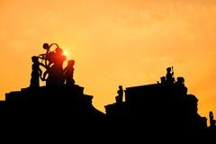 Silhouet van een standbeeld Stock Foto's