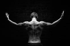 Silhouet van een sterke, atletische mens Stock Fotografie