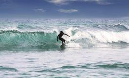 Silhouet van een surfer Stock Afbeelding