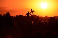 Silhouet van een TV-cameraman royalty-vrije stock foto's