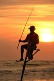 Silhouet van een visser bij zonsondergang, Unawatuna, Sri Lanka Royalty-vrije Stock Fotografie
