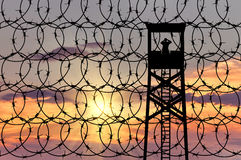 Silhouet van een vooruitzichttoren en grenzen Stock Foto