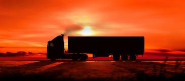 Silhouet van een vrachtwagen bij zonsondergang Stock Afbeeldingen