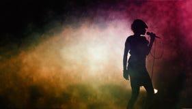 Silhouet van een zingende kunstenaar Royalty-vrije Stock Foto's