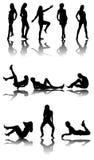 Silhouet van elf meisjes met bezinning Stock Foto's